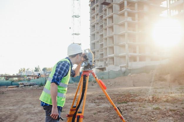 Five Reasons You Need A Land Surveyor